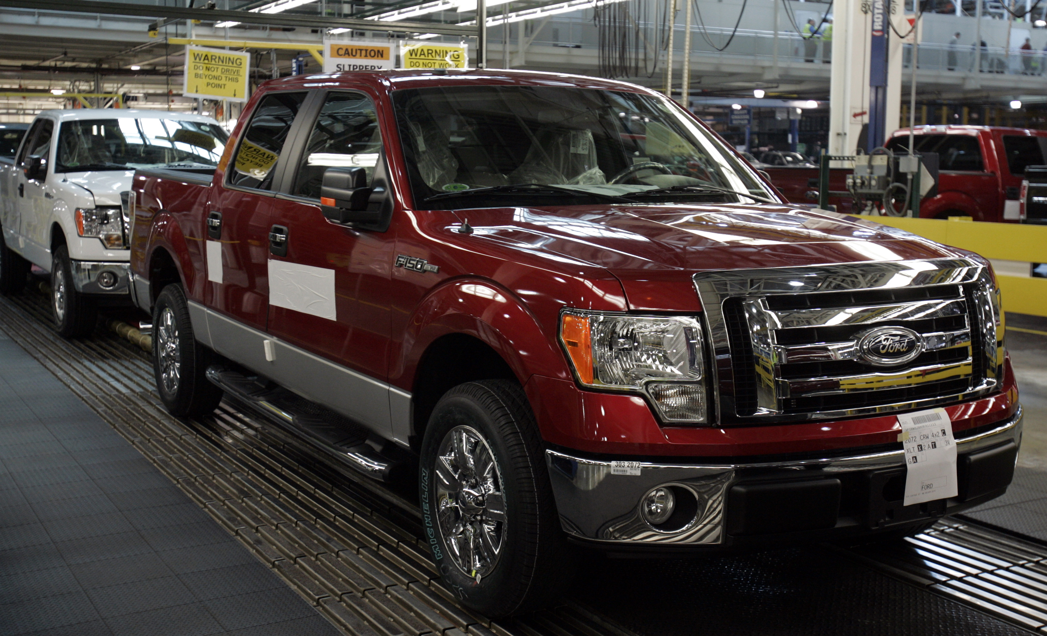 Ford to offer natural gas powered versions of 2014 f 150 other f series trucks