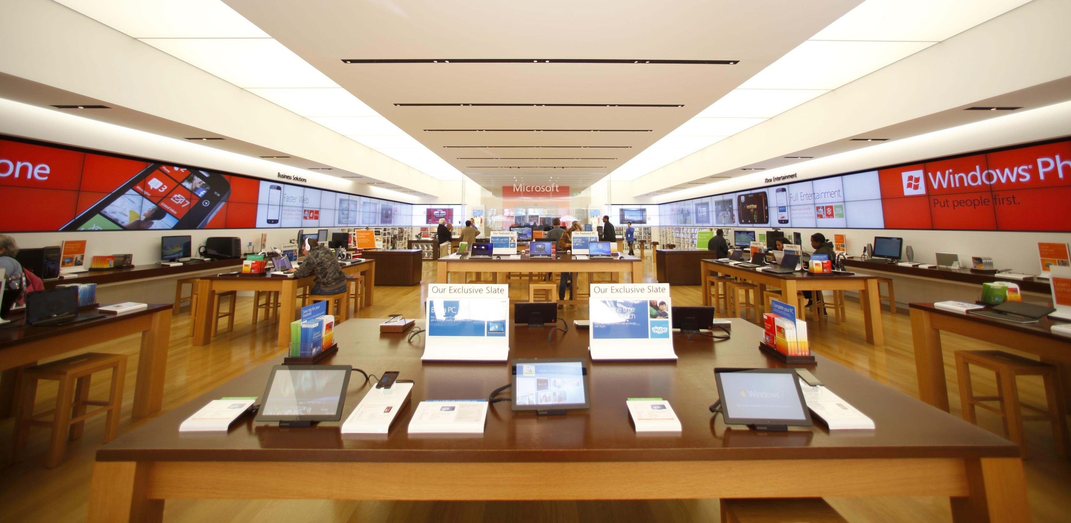 Microsoft Store Eyes New York's Fifth Avenue Near Apple's ...