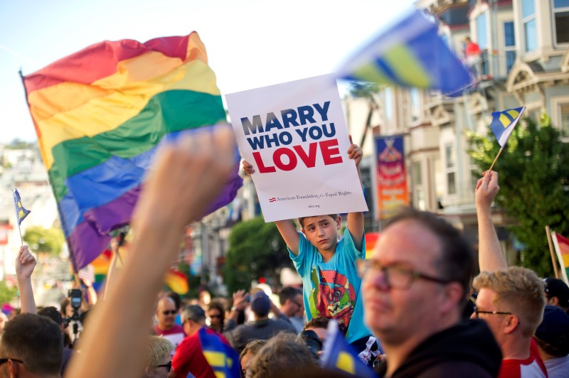 same sex marriage should be legalized in the united states The supreme court on friday legalized same-sex marriage in the united states in the 5-4 landmark decision, the majority of justices ruled that states must license same-sex marriages and also.