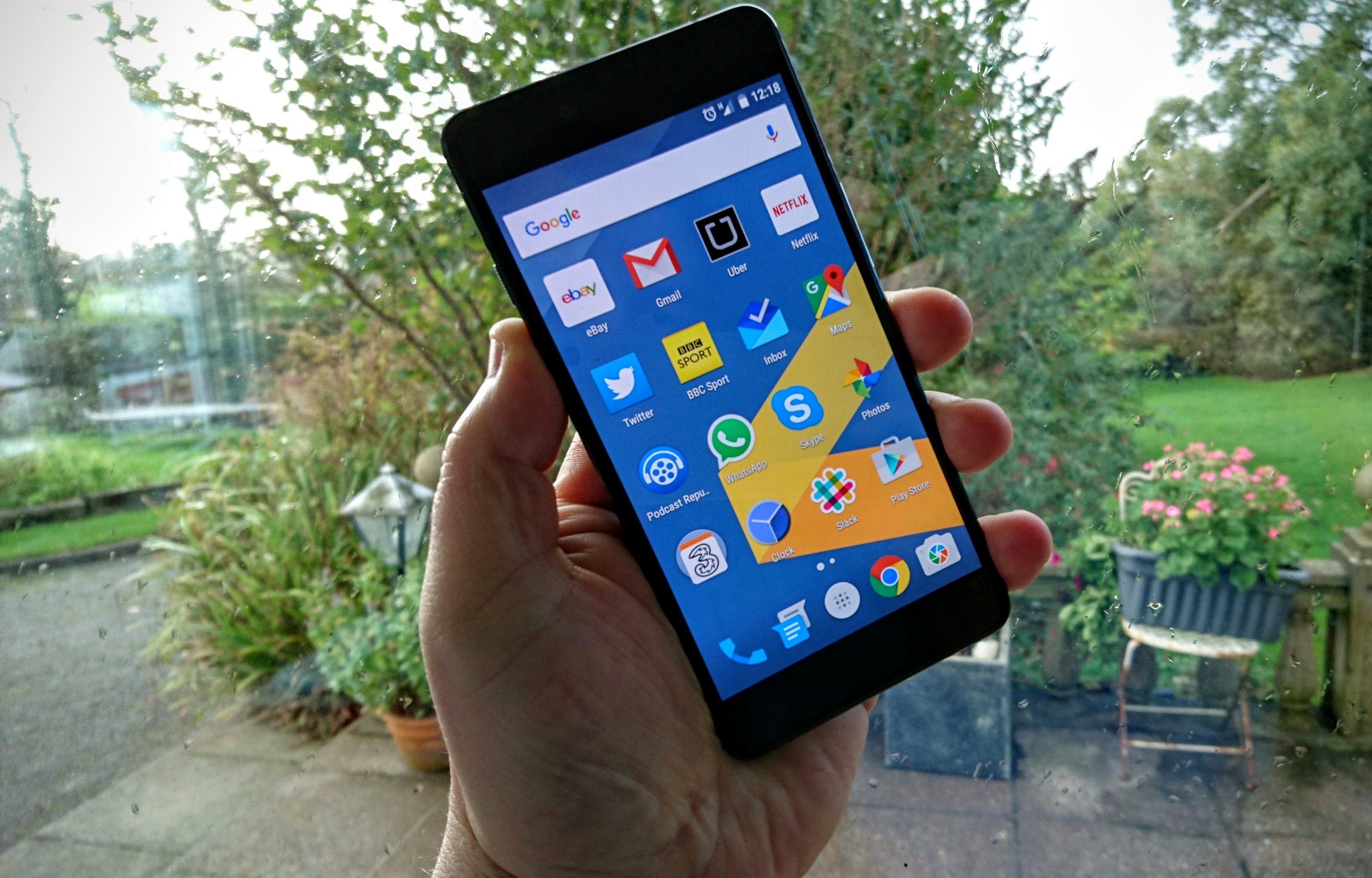 OnePlus X Review: HD Display, Battery Life And Solid ...