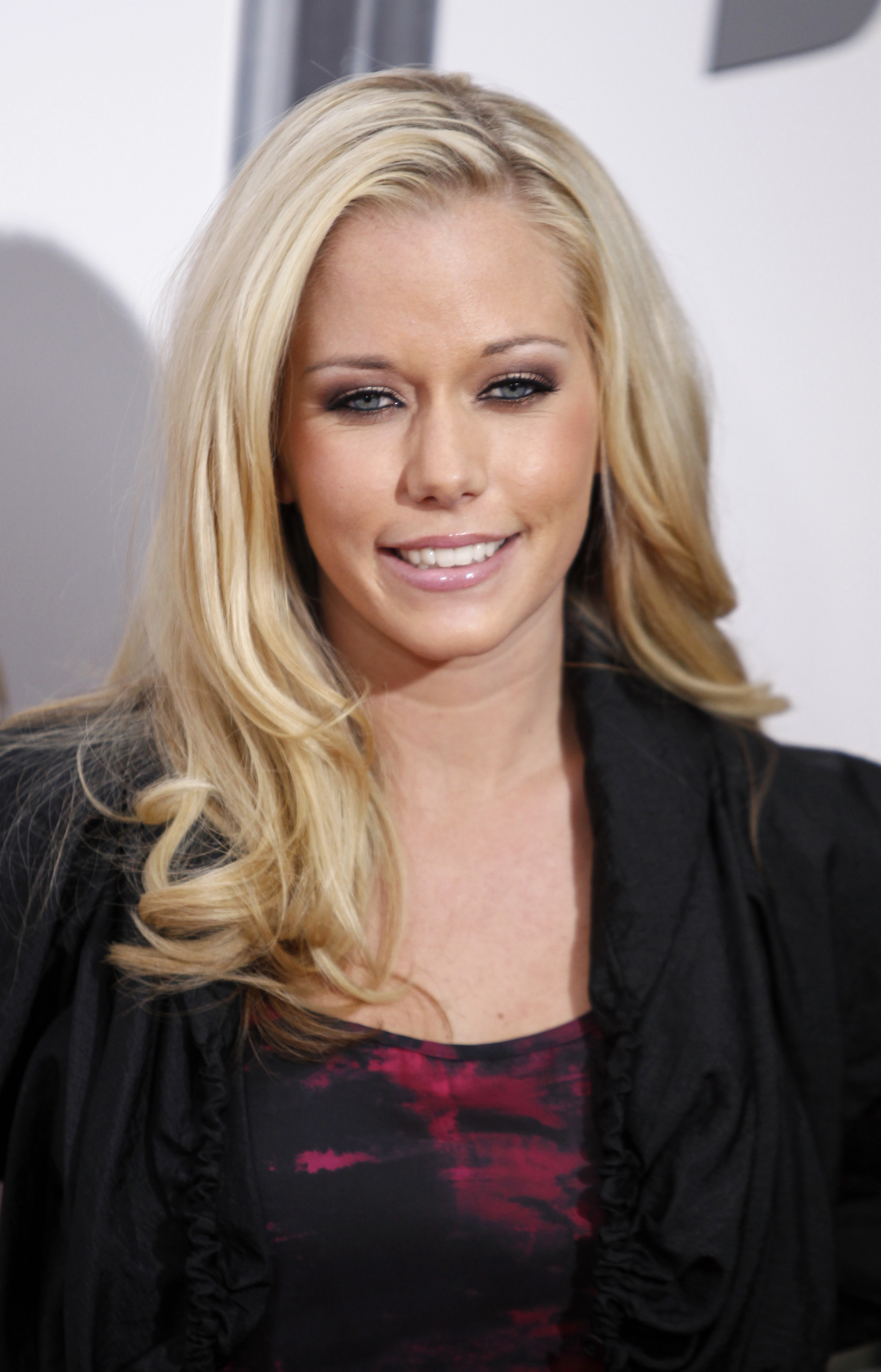 kendra wilkinson talks long-distance relationship with husband