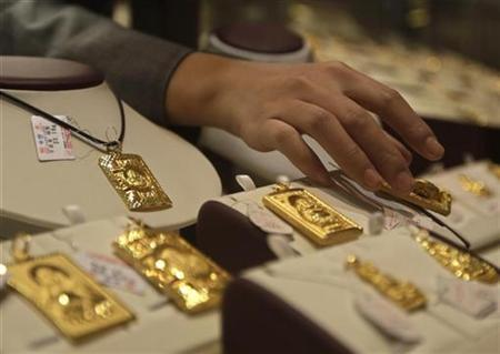 Gold not to lose luster; could hit $2,000 by end-2012