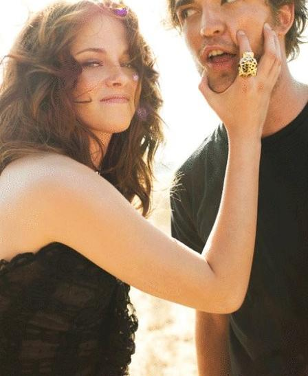 kristen-stewart-and-robert-pattinson-celebrating