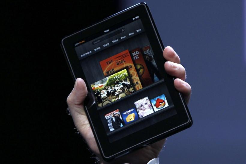 #5 Kindle Fire - Amazon Kindle Fire New Version 6.5 vs Motorola Xoom Ice Cream Sandwich Version 4.0.4