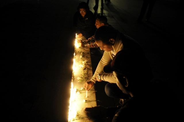 Dominican supporters of Chavez light candles