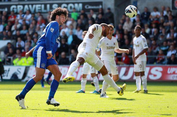 Chelsea Transfer News: Blues Set To Secure Marouane Fellaini Signing From Everton