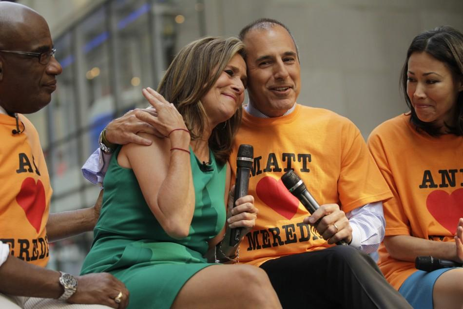 'Today' show hosts (L-R) Al Roker, Meredith Vieira, Matt Lauer and Ann Curry pay tribute during Vieira's final show in New York, June 8, 2011.