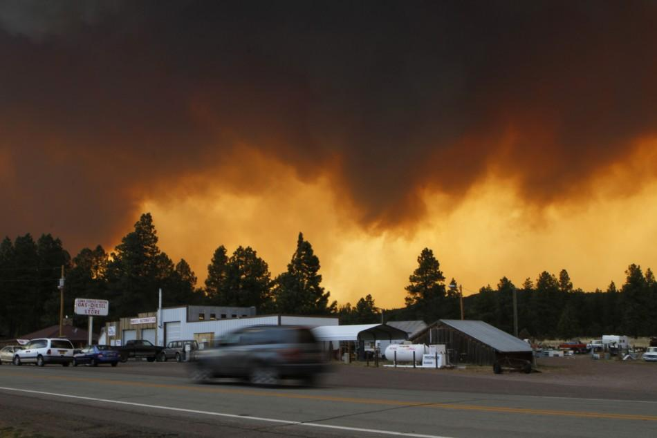 smoke from the Wallow Wildfire fills the sky in Luna, New Mexico June 6, 2011