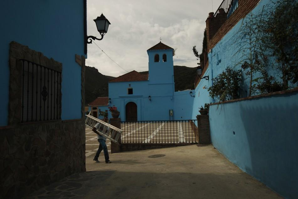 'The Smurfs 3D' movie gets a real 'blue' village for premiere