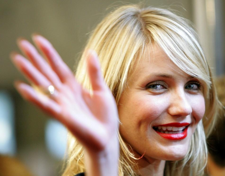 "Actress Cameron Diaz waves at the world premiere of ""In Her Shoes"" at the 30th Toronto International Film Festival in Toronto. Actress Cameron Diaz waves as she arrives at the world premiere of ""In Her Shoes"" at the 30th Toronto Intern"