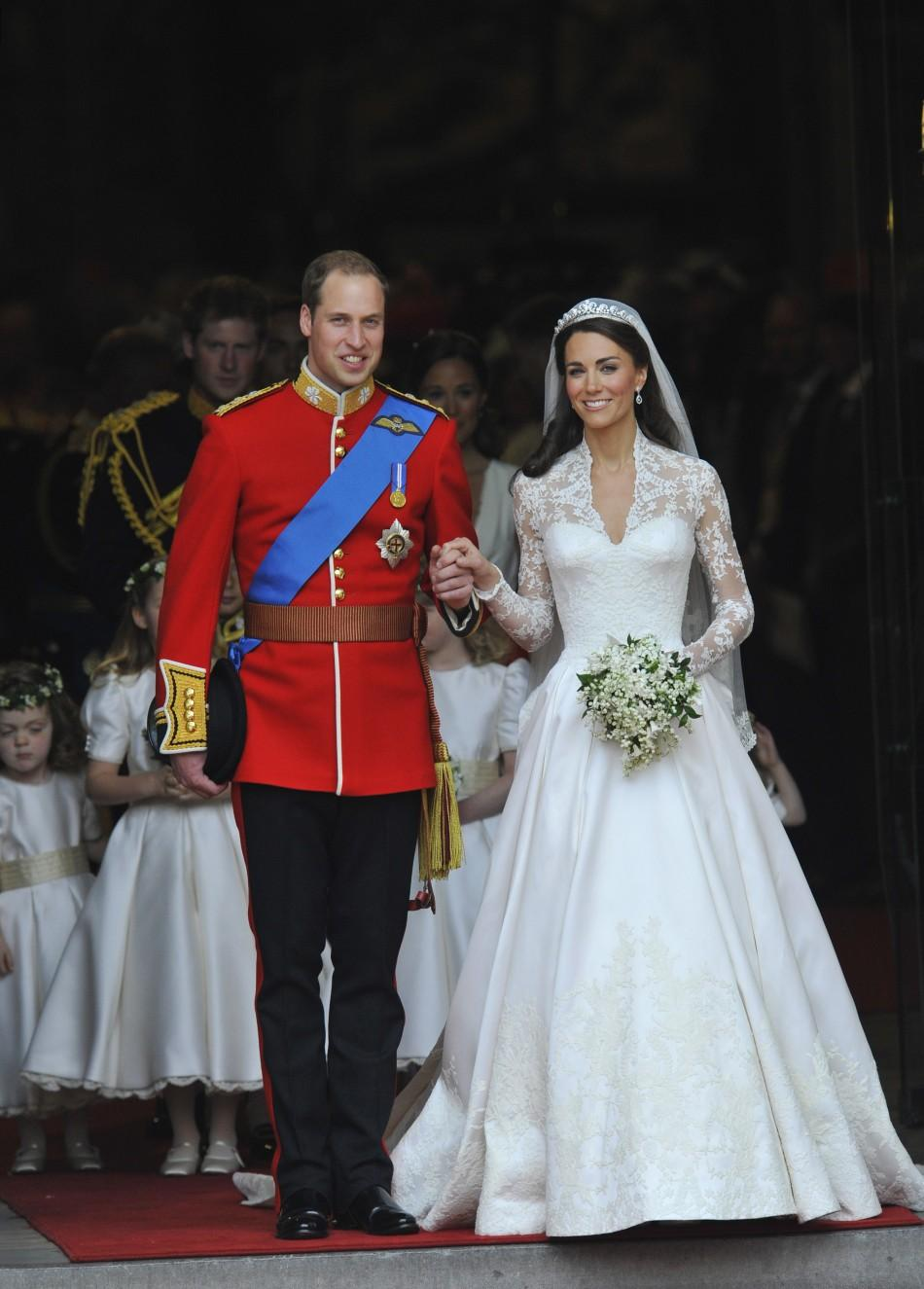 Kate Middleton\'s Wedding Dress to Fetch Record $13 Million (PHOTOS)