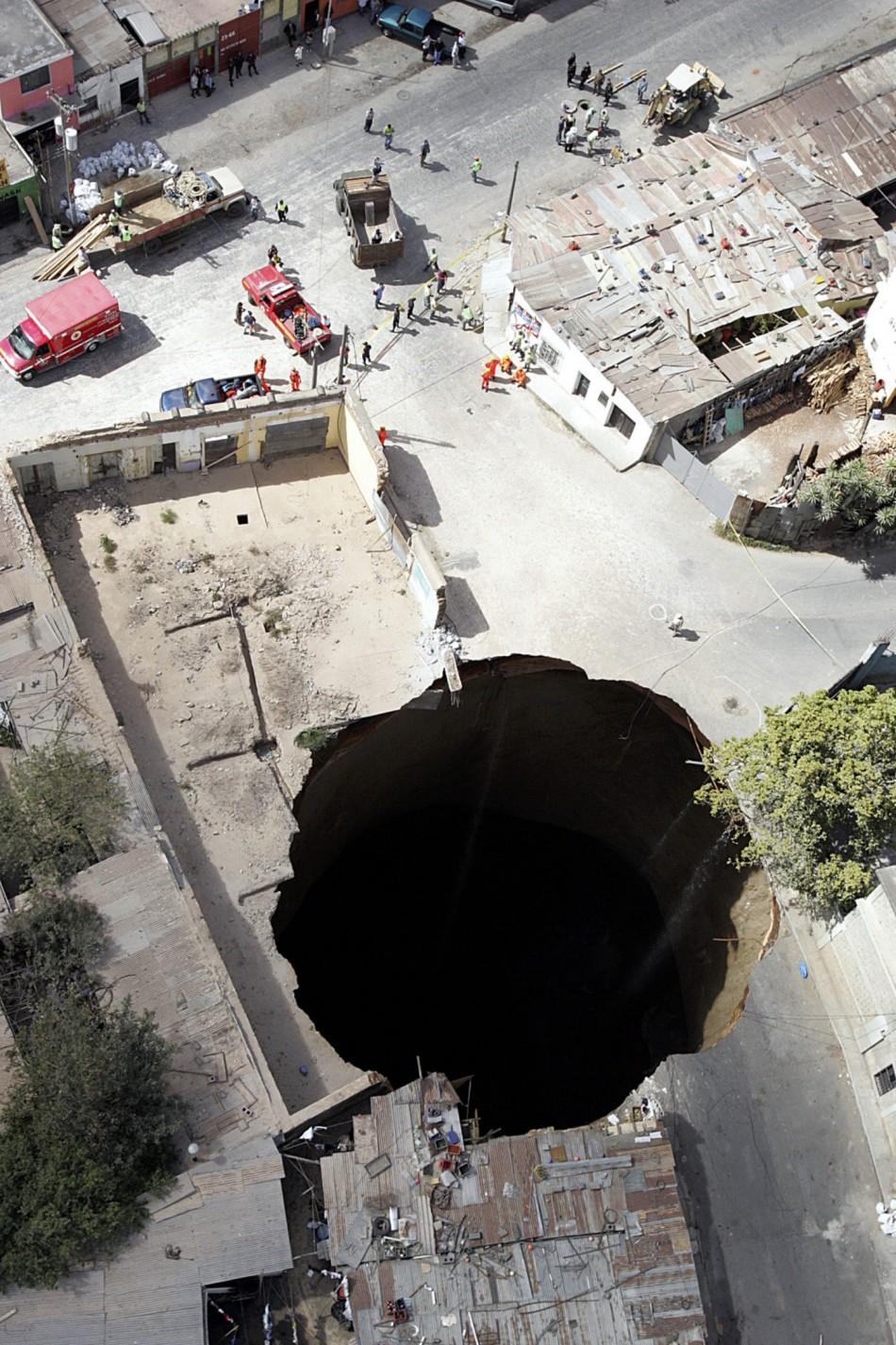 Deep Sinkhole Found Under Woman S Bed In Guatemala City