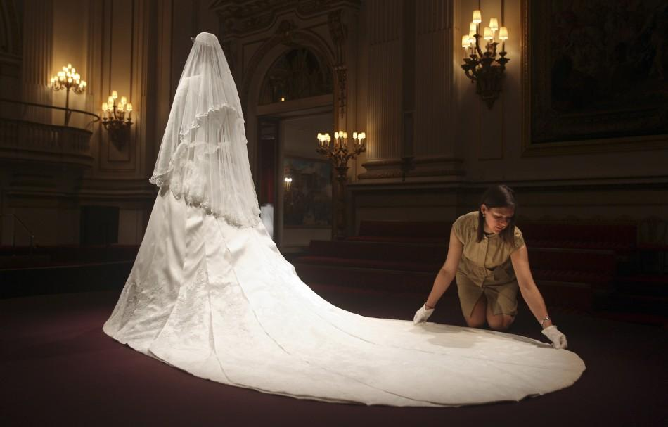 Kate Middleton\'s Wedding Dress the World Admired Goes on Display ...