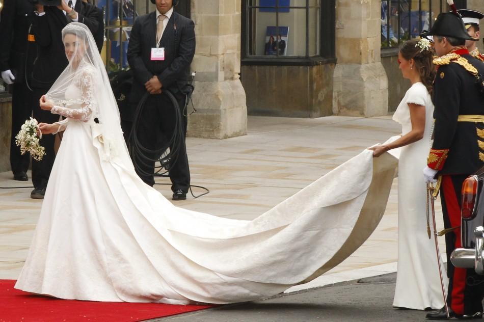Kate Middleton arrives to Westminster Abbey for her marriage to Britain's Prince William in central London