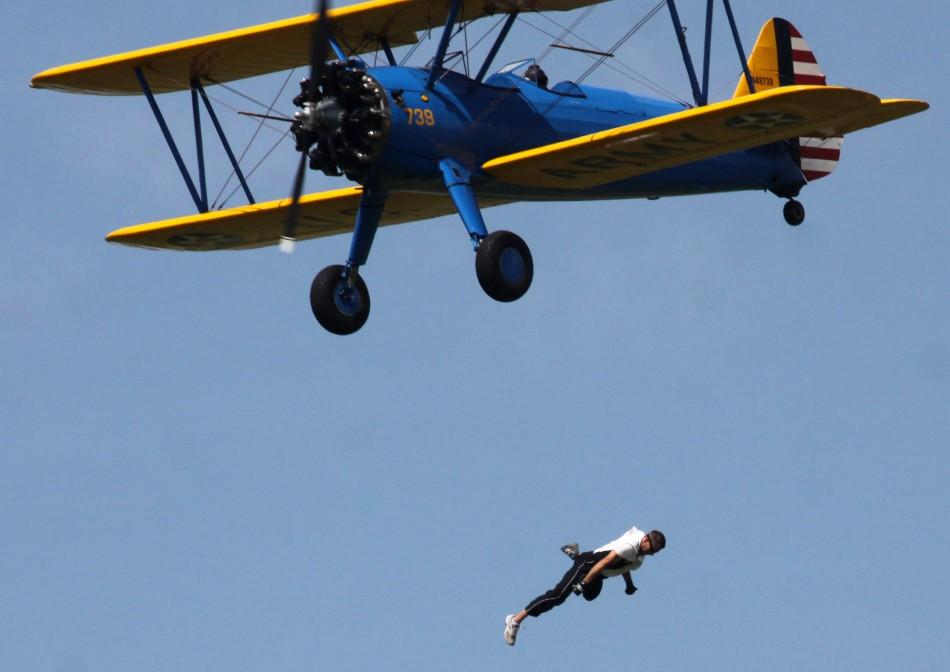 Wingwalker Todd Green falls from John Mohr's Steerman aircraft to his death