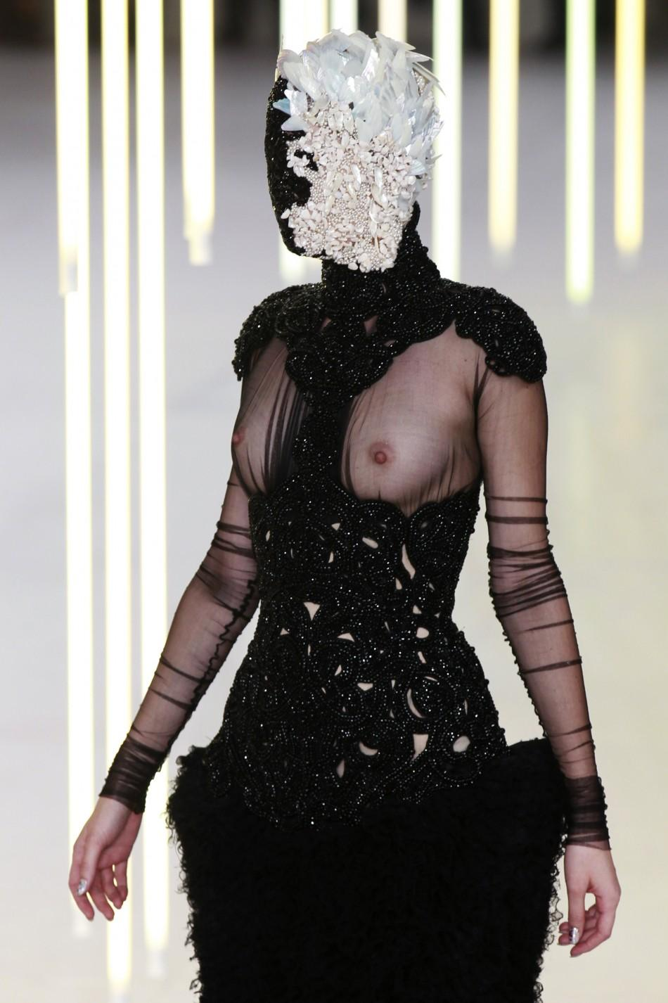 Paris Fashion Week: Sarah Burtons' Bold and Brilliant Creations for Alexander McQueen Leaves Awestruck [PHOTOS]