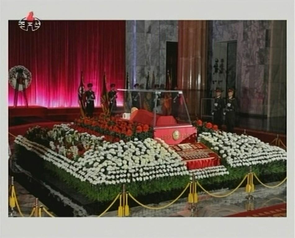 The body of North Korean leader Kim Jong-il lies in state at the Kumsusan Memorial Palace in Pyongyang in this picture released by the North's official KCNA news agency early December 21, 2011. North Korea was in seclusion on Tuesday, a day after it