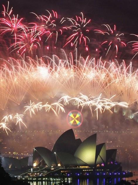 Fireworks explode over the Sydney Harbour Bridge and Opera House during a pyrotechnic show to celebrate the New Year January 1, 2012.