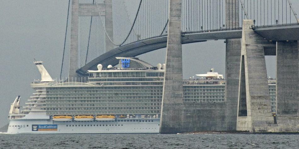 The World S Largest Cruise Ships A Look Inside Photos