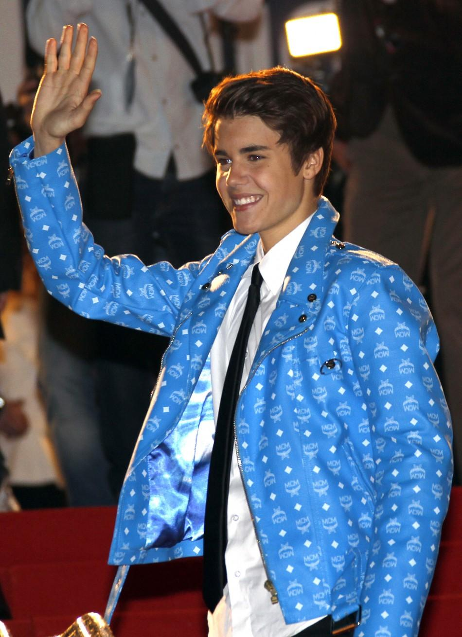 Canadian singer Justin Bieber waves as he arrives at the Cannes festival palace to attend the NRJ Music Awards in Cannes January 28, 2012.