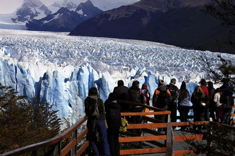 Argentina's Perito Moreno Glacier Collapse, Tourists Watch in Awe