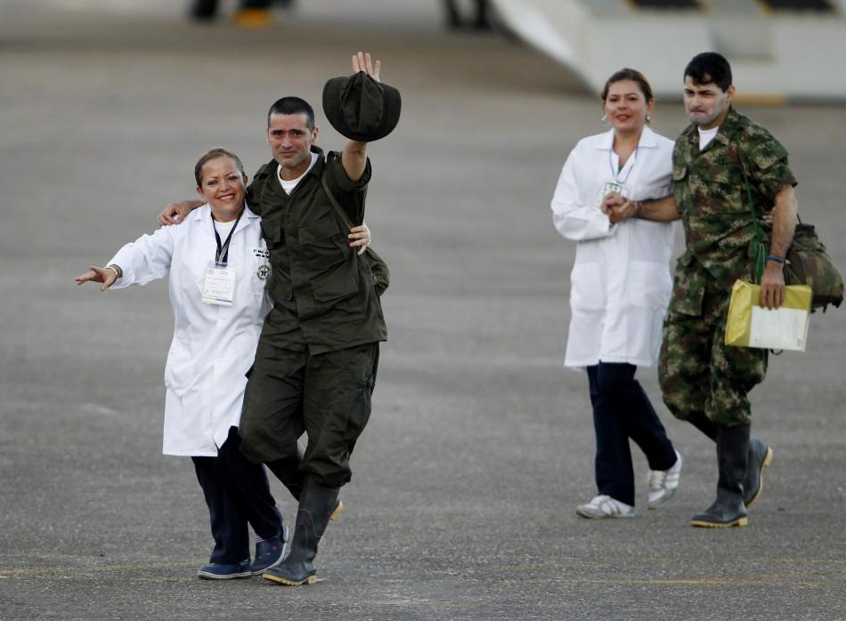 Soldiers and police officials held hostage by the FARC rebels arrive at Villavicencio's airport after being freed