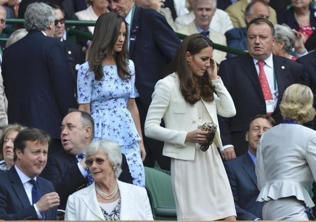 Kate and Pipa Middleton walk to their seats at the Wimbledon Men's Final
