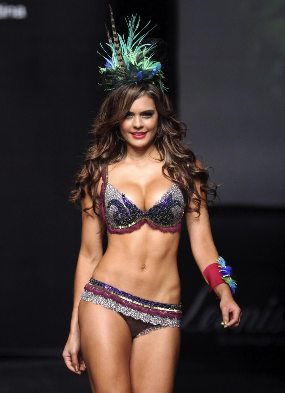 Ford Model B >> Sizzling Images of Models at Columbian Lingerie Fashion ...