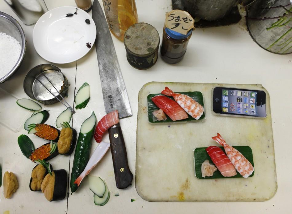 Decorate iPhones with shushi (PHOTOS)