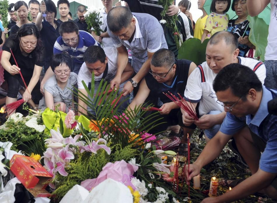 Local residents offer burning incense to mourn for victims of the train accident in Wenzhou, Zhejiang province