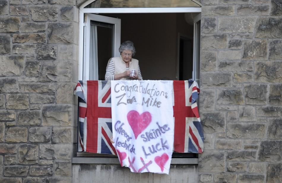 (PHOTOS) Zara Phillips-Mike Tindall Royal Wedding: Spectators Gather with Flags in Edinburgh