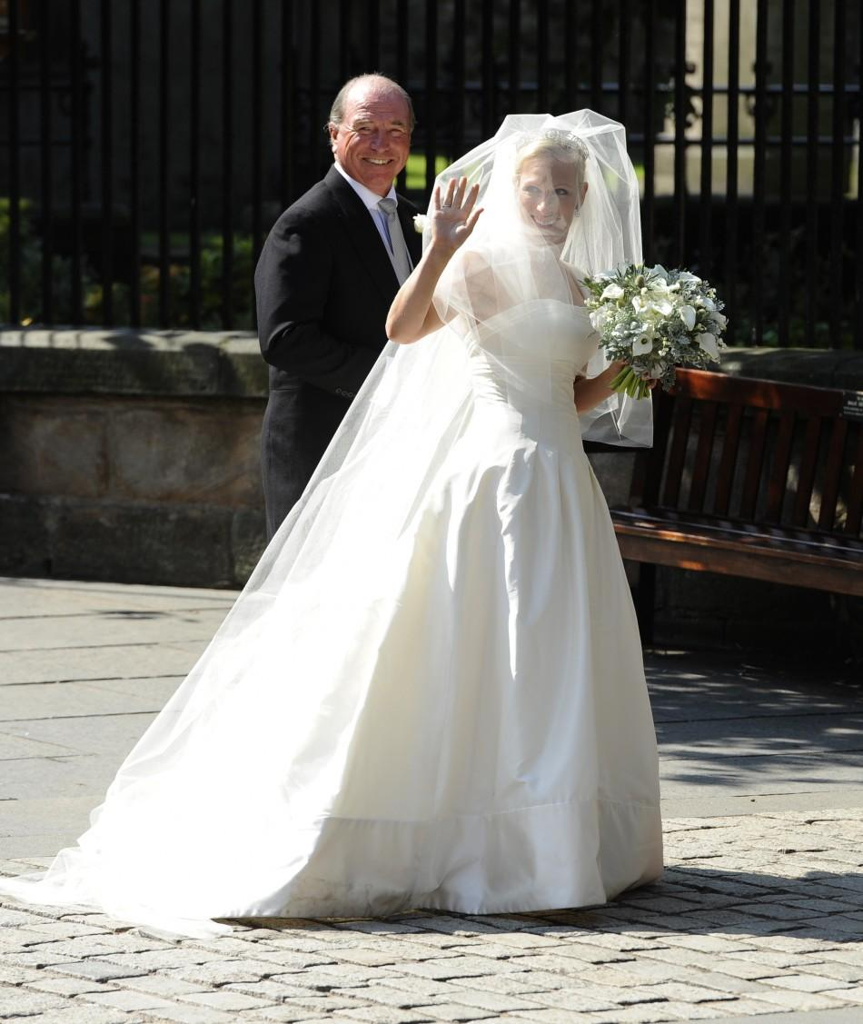 Bridesmade, Kate Middleton Dazzles at Zara Phillips Royal Wedding [Photos]