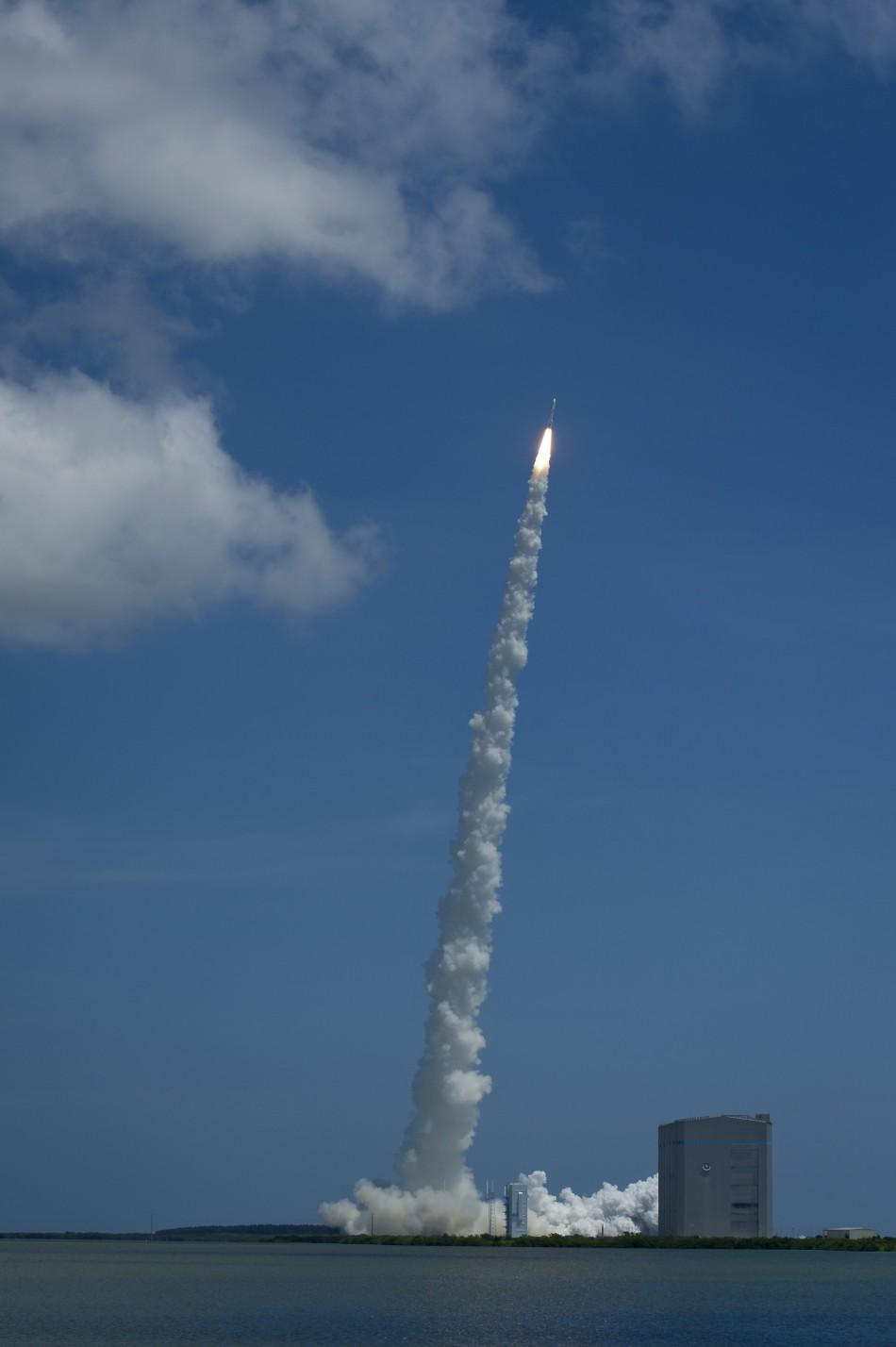 An Atlas V rocket launches with the Juno spacecraft payload from Space Launch Complex 41 at Cape Canaveral Air Force Station in Florida