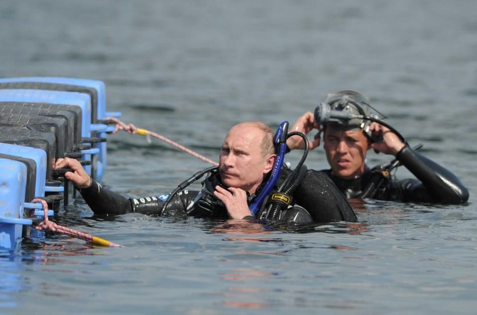 Adventure-lover Russian PM Putin Discovers Ancient Artifacts Underwater