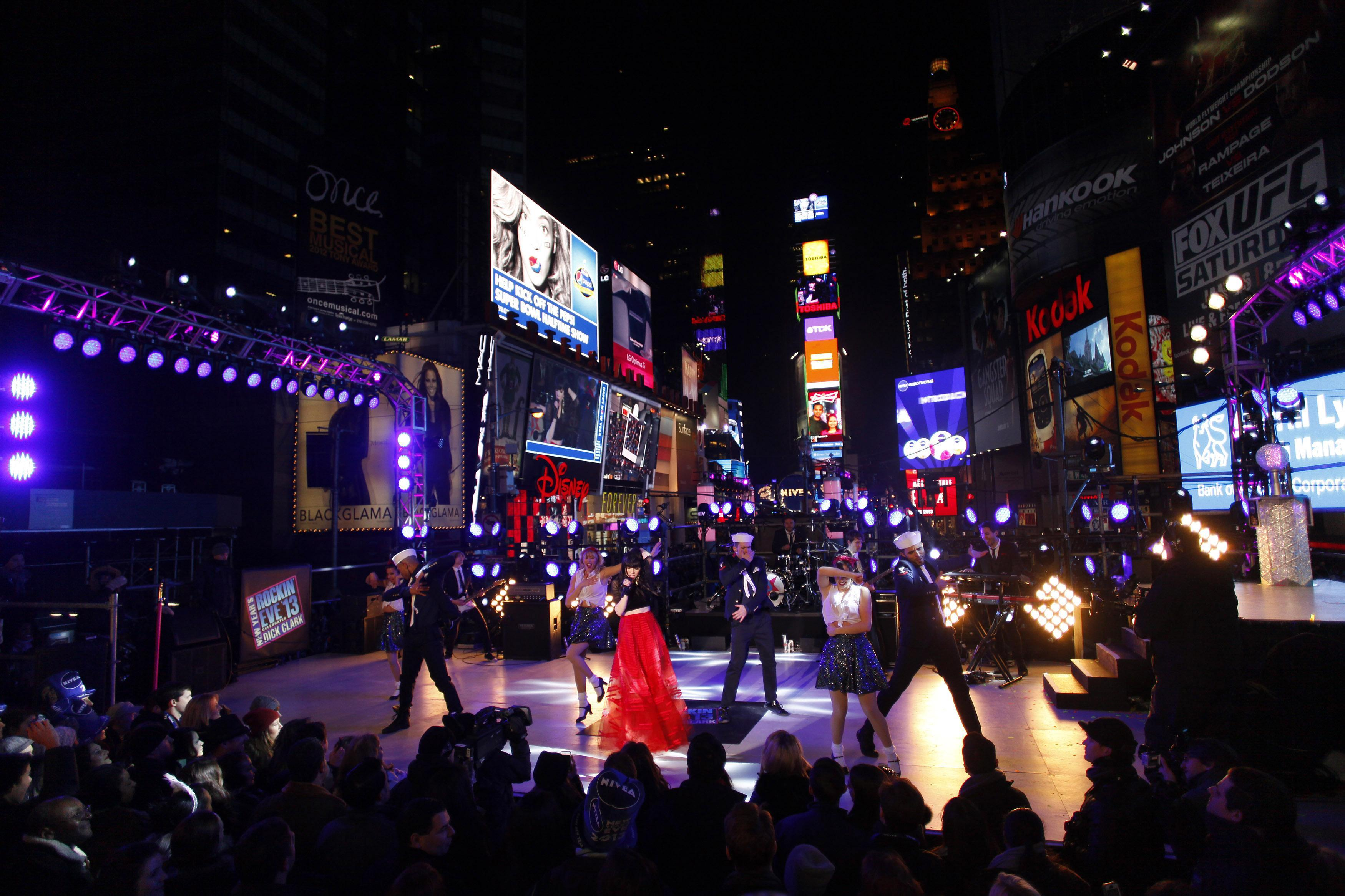 New Year's Eve 2013 Times Square Photos: Psy's 'Gangnam ...