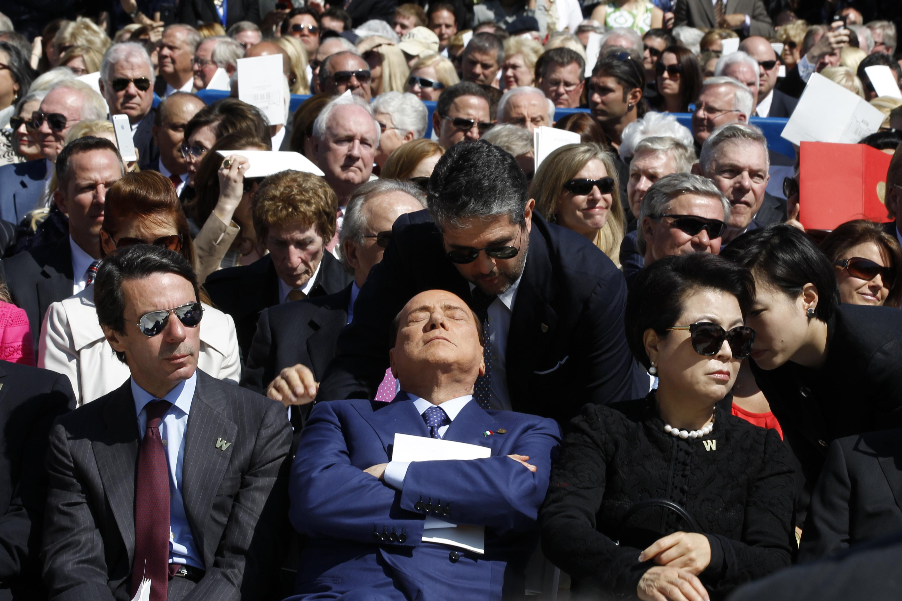 Berlusconi sleeping at Bush library inauguration.