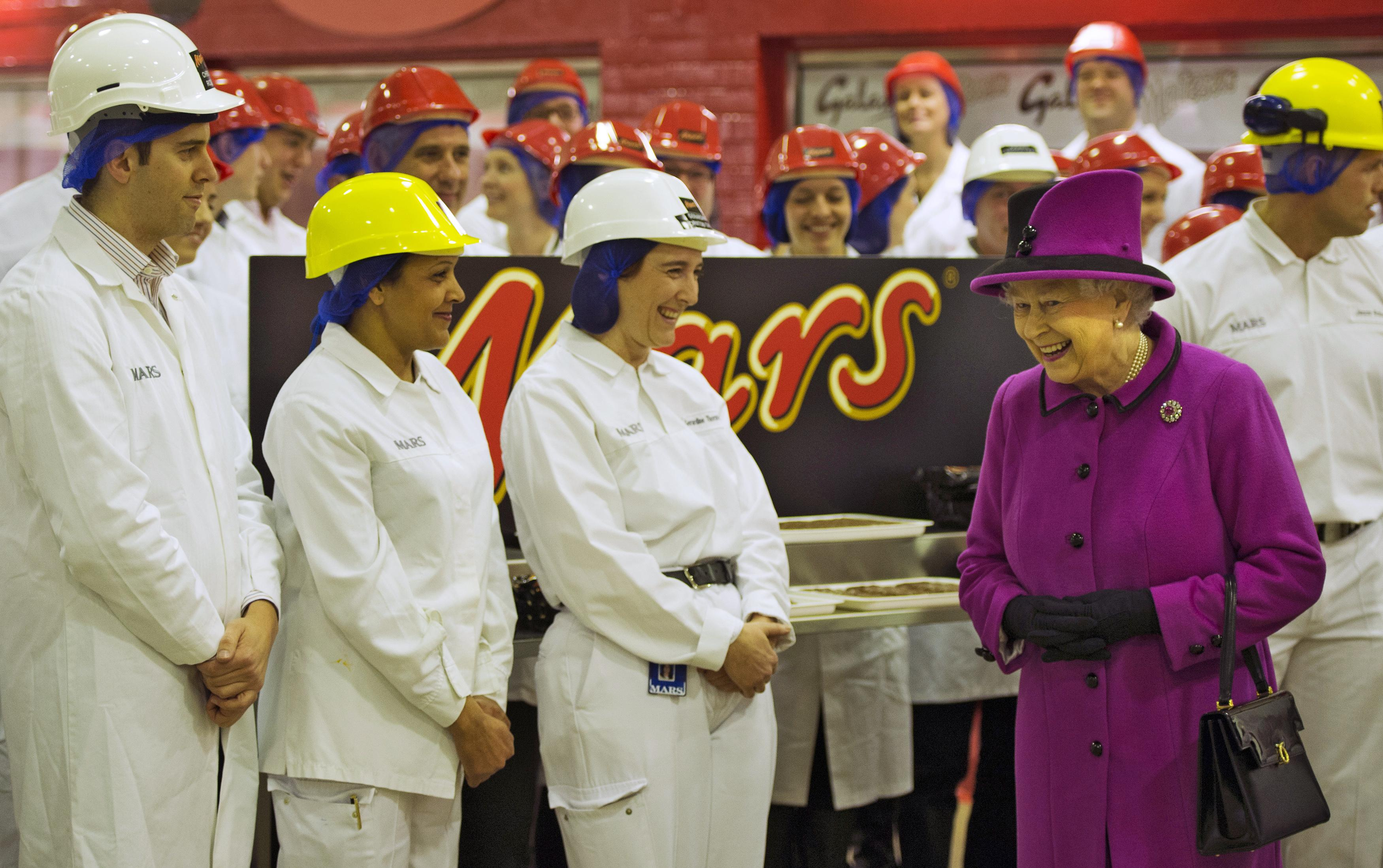 Queen Elizabeth At Mars Chocolate Factory