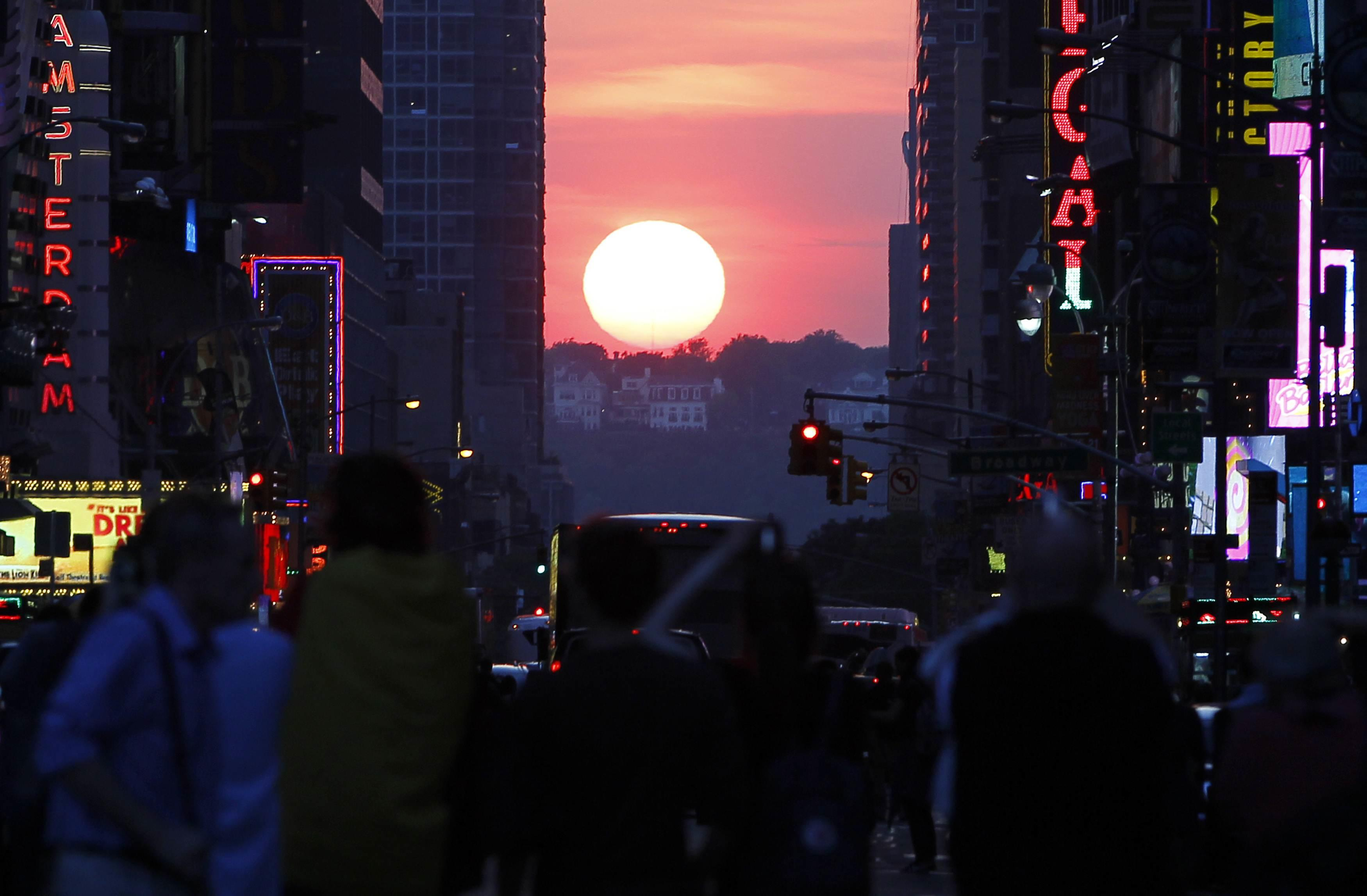 Manhattanhenge-May 29, 2013-2