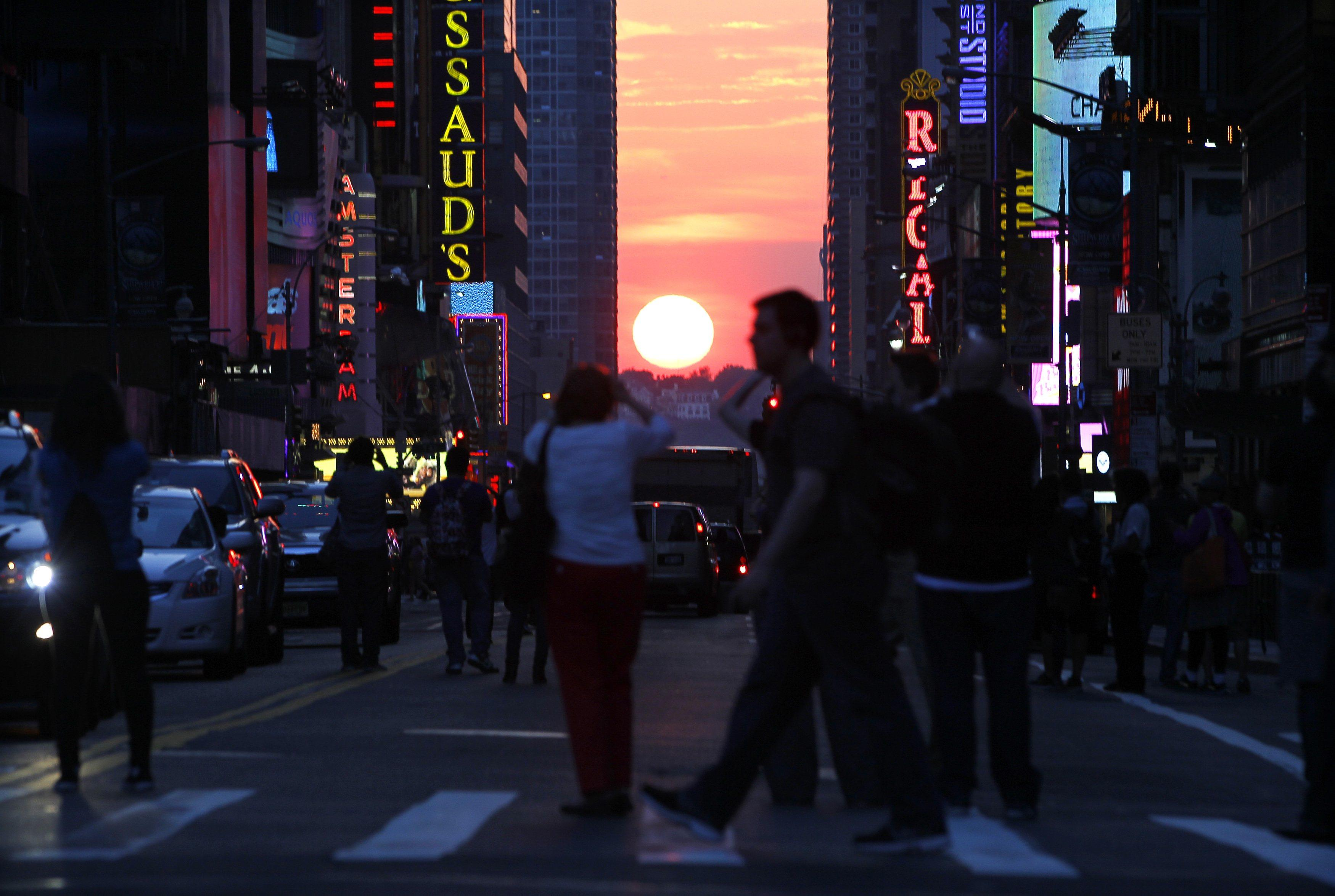 Manhattanhenge-May 29, 2013-3