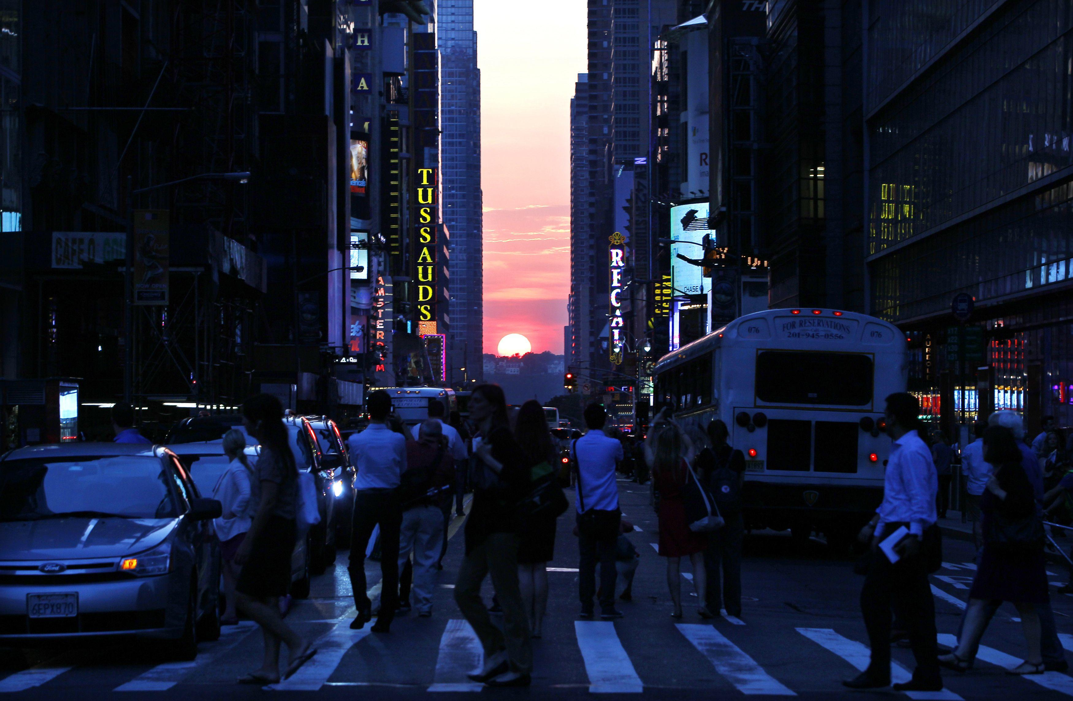 Manhattanhenge-May 29, 2013-4