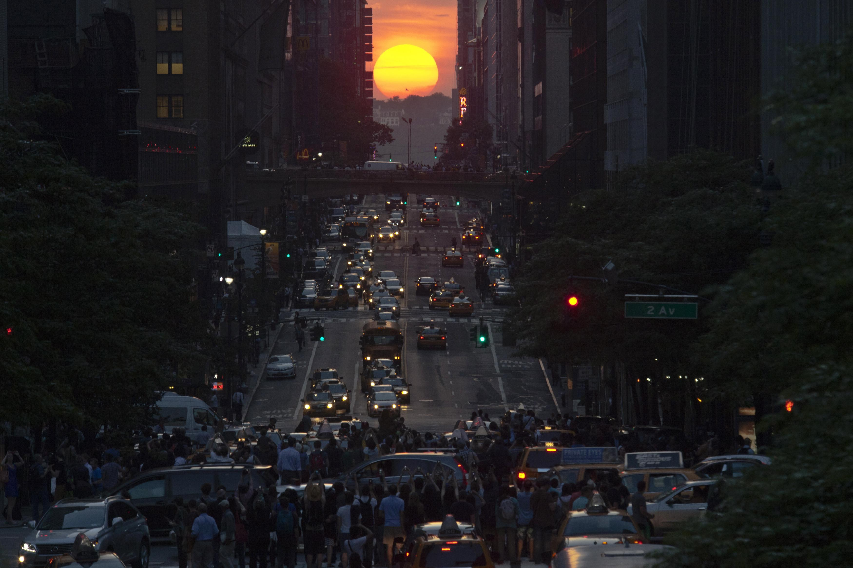 Manhattanhenge-May 29, 2013-5