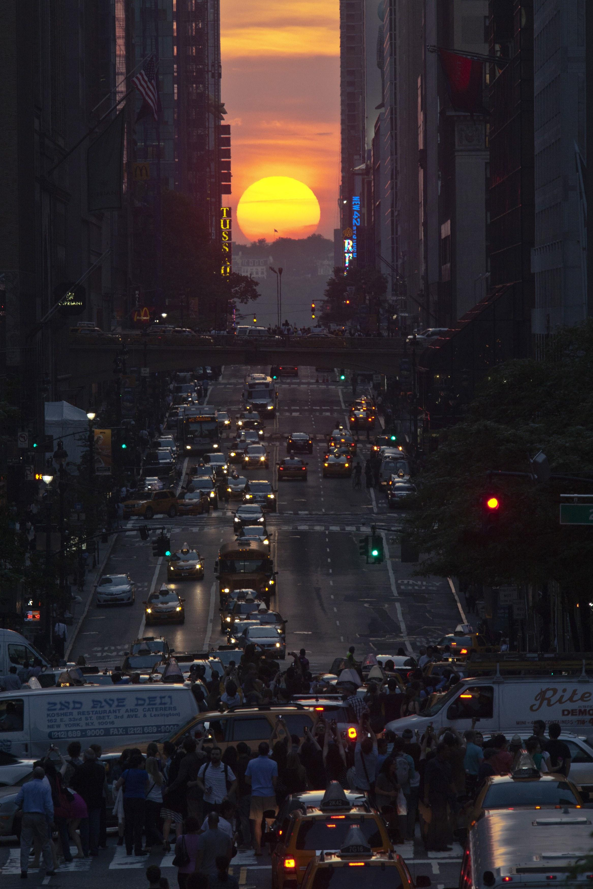 Manhattanhenge-May 29, 2013-6