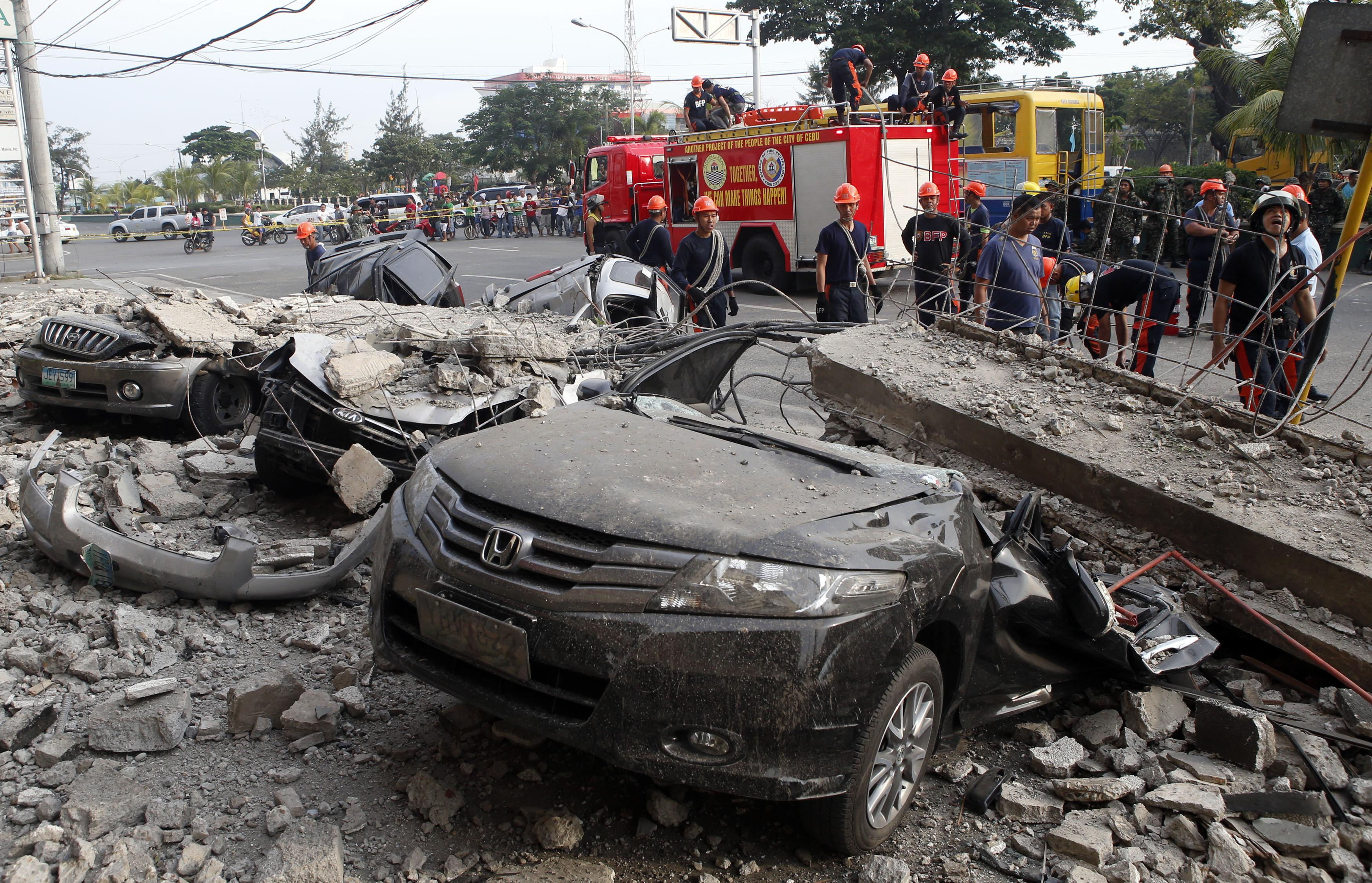 Philippines earthquake car