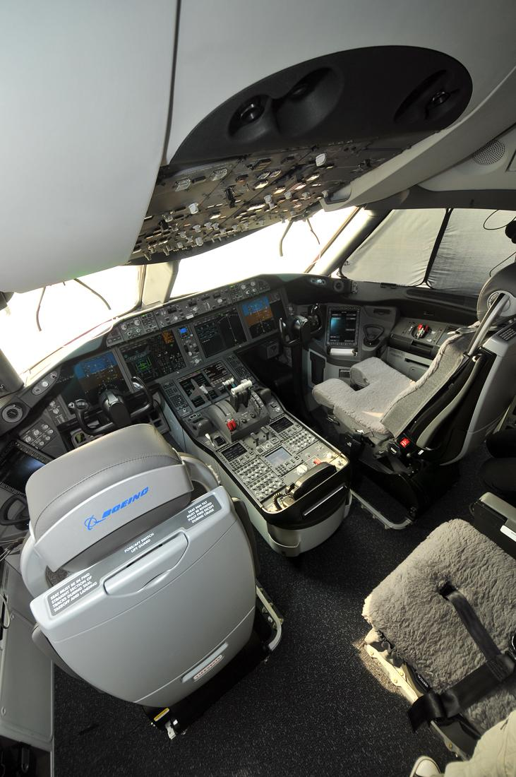 Royal Brunei 787 cockpit wide