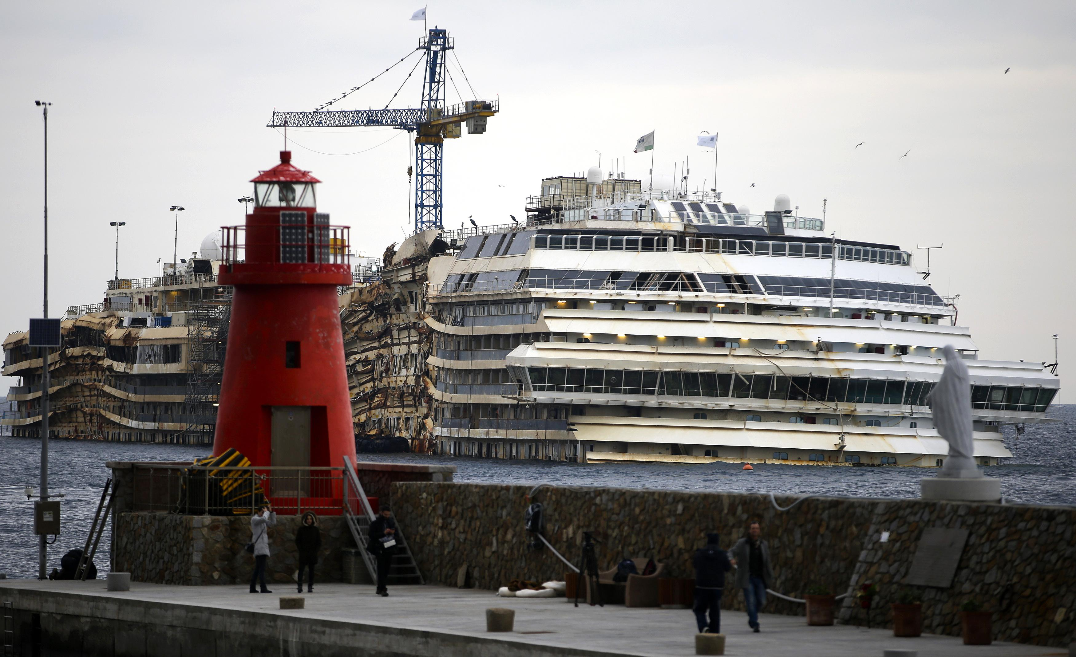 Costa Concordia lighthouse