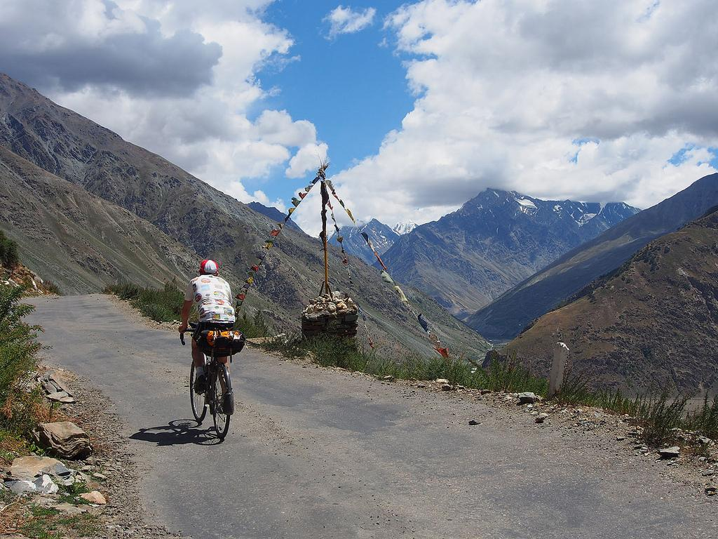 cycling ladakh