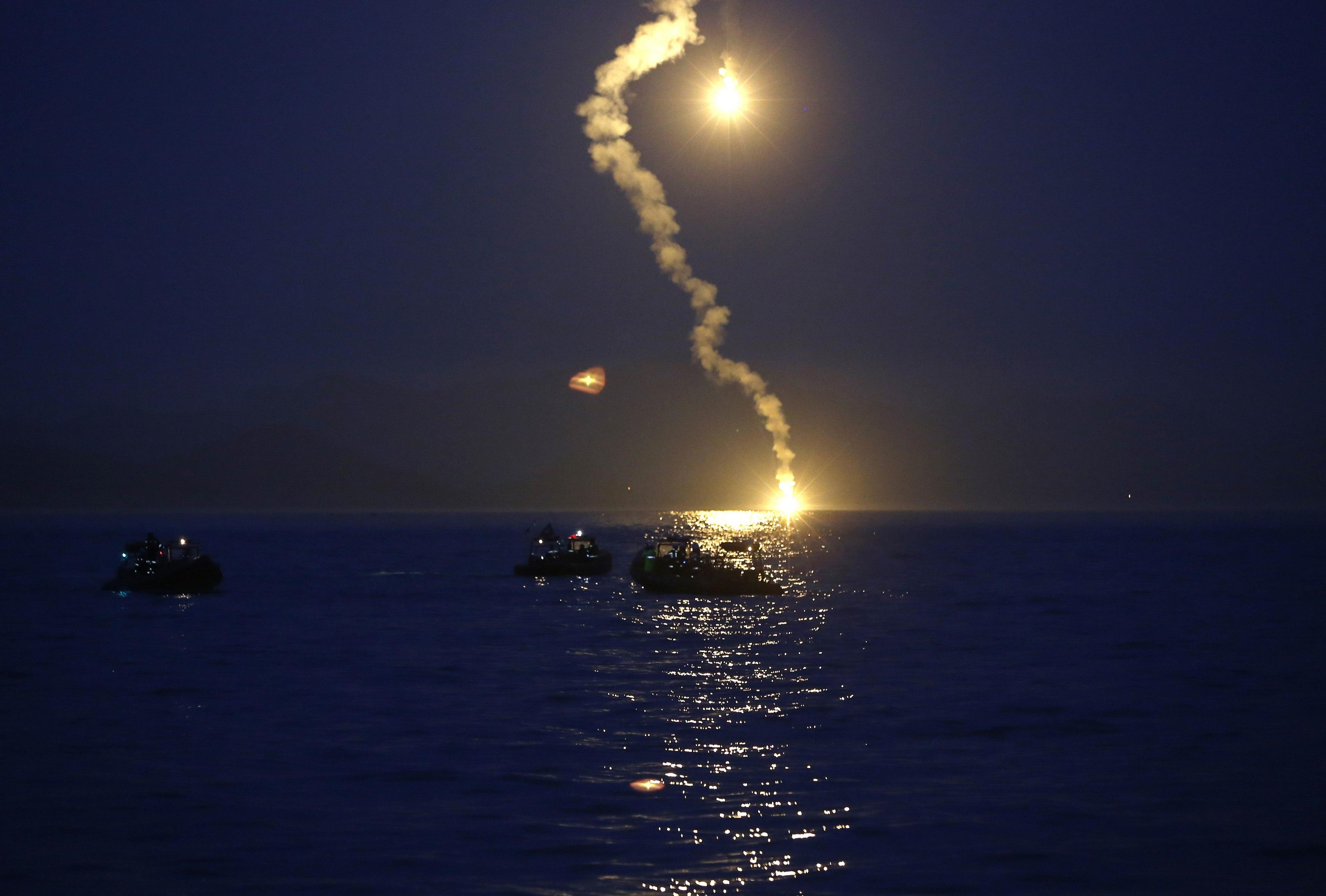 Korean Ferry Sinks - Rescue Efforts Night