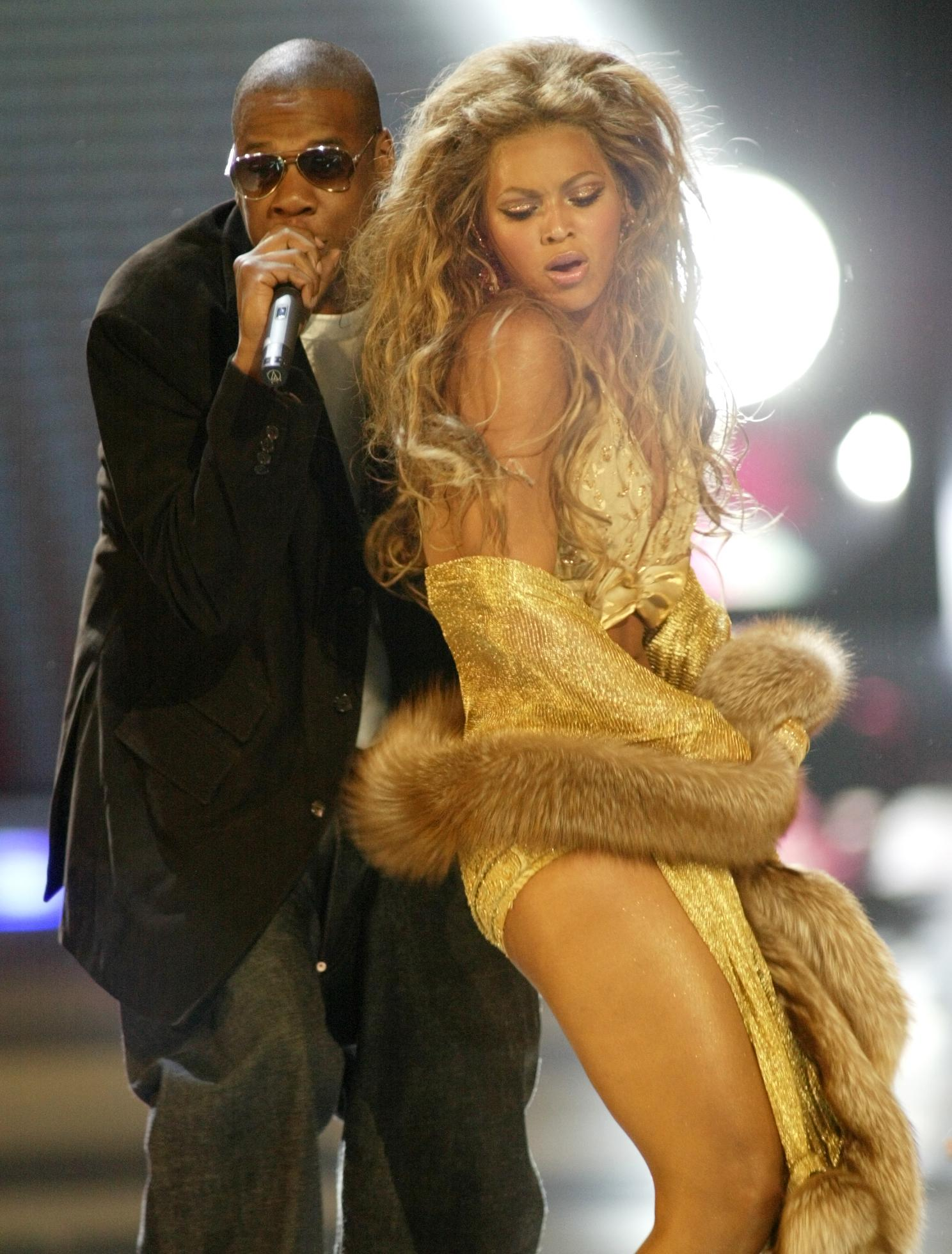 Twitter Reacts To Beyoncé And Jay-Z Sitting During