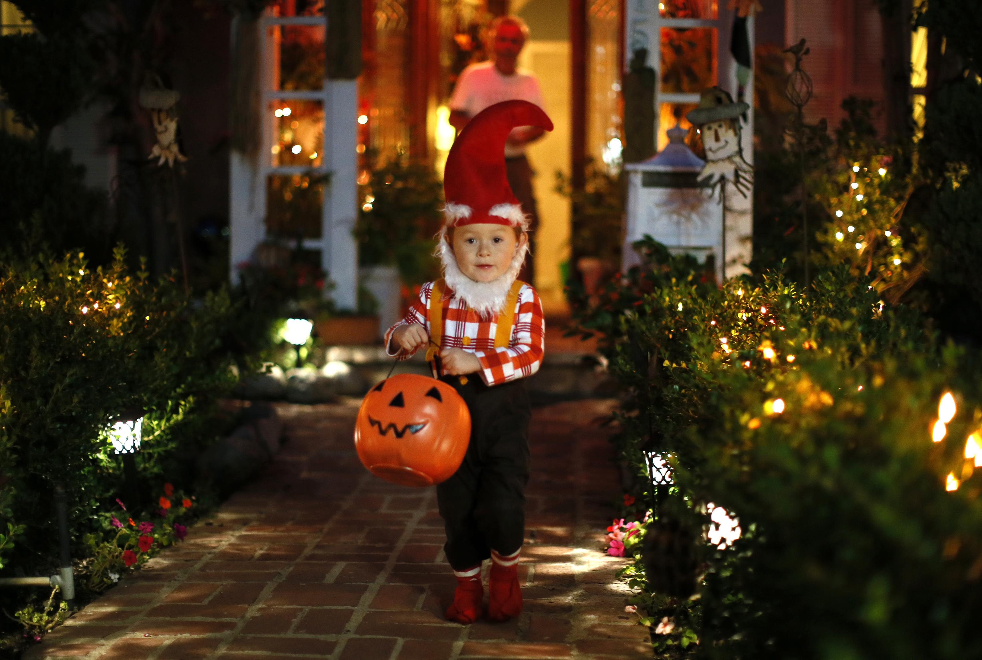 Halloween 2020 safe trick or treating