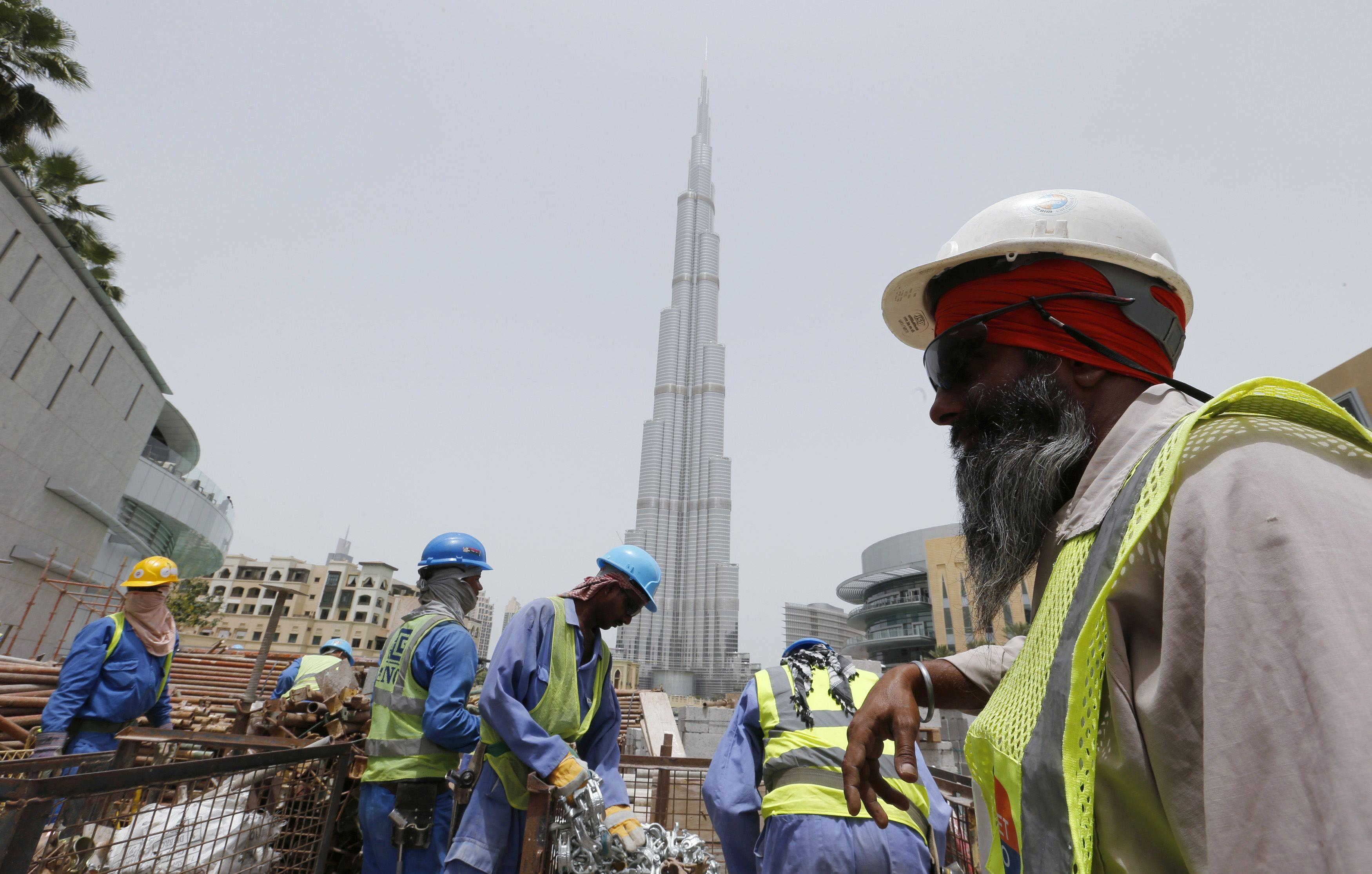 construction-workers-dubai-burj-khalifa-reuters-050714
